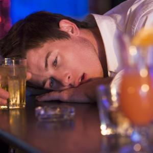 Excessive drinking predicts hypertension in nonobese men