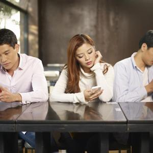 Excessive smartphone use hurts young people's hands, neck, upper back