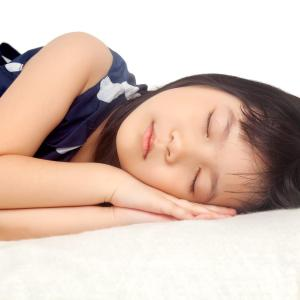 Small screens cut sleep duration, delay bedtime in obese children