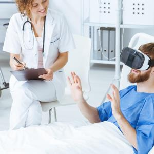 Virtual reality helps relieve procedural pain