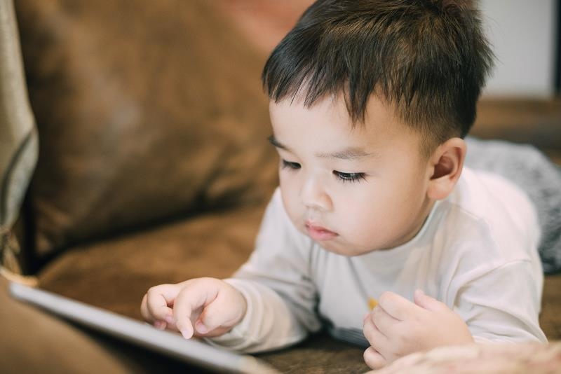 Too much screen time in early childhood a harbinger of unhealthy ...