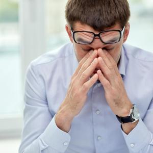 Blue-blocking lenses do not relieve eye strain