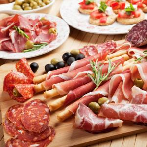 Eating red, processed meats does not increase risk of CD recurrence
