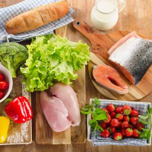 Veggies, fish and fruits: How much to eat to reduce AMD risk?