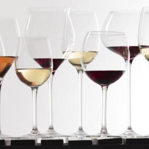 Modest alcohol intake reduces risk of undergoing cataract surgery