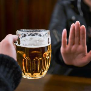 Even light alcohol drinking can derail glucose control in men