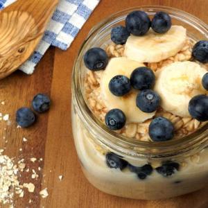 Eat oatmeal instead of white bread, eggs for lower stroke risk, study says