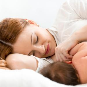 Prolonged exclusive breastfeeding promotes weight loss in mothers
