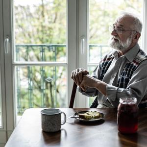 Elderly living alone have increased respiratory-related hospitalization risk