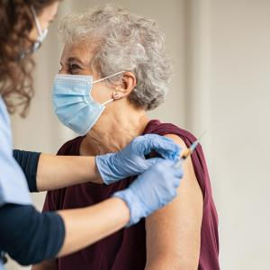 High-dose flu vaccine no better than standard-dose in reducing death, CV hospitalization